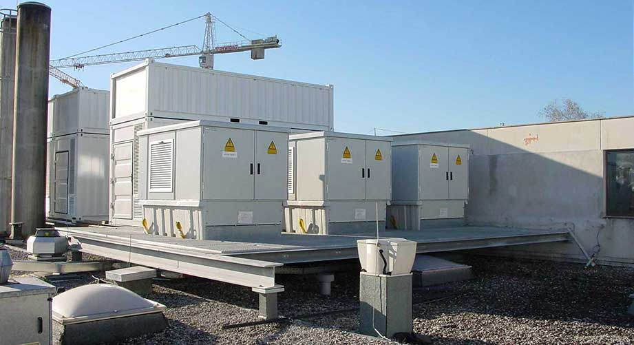 Kompaktstation mit GfP-Fundament / Dachaufstellung Flughafen Salzburg.