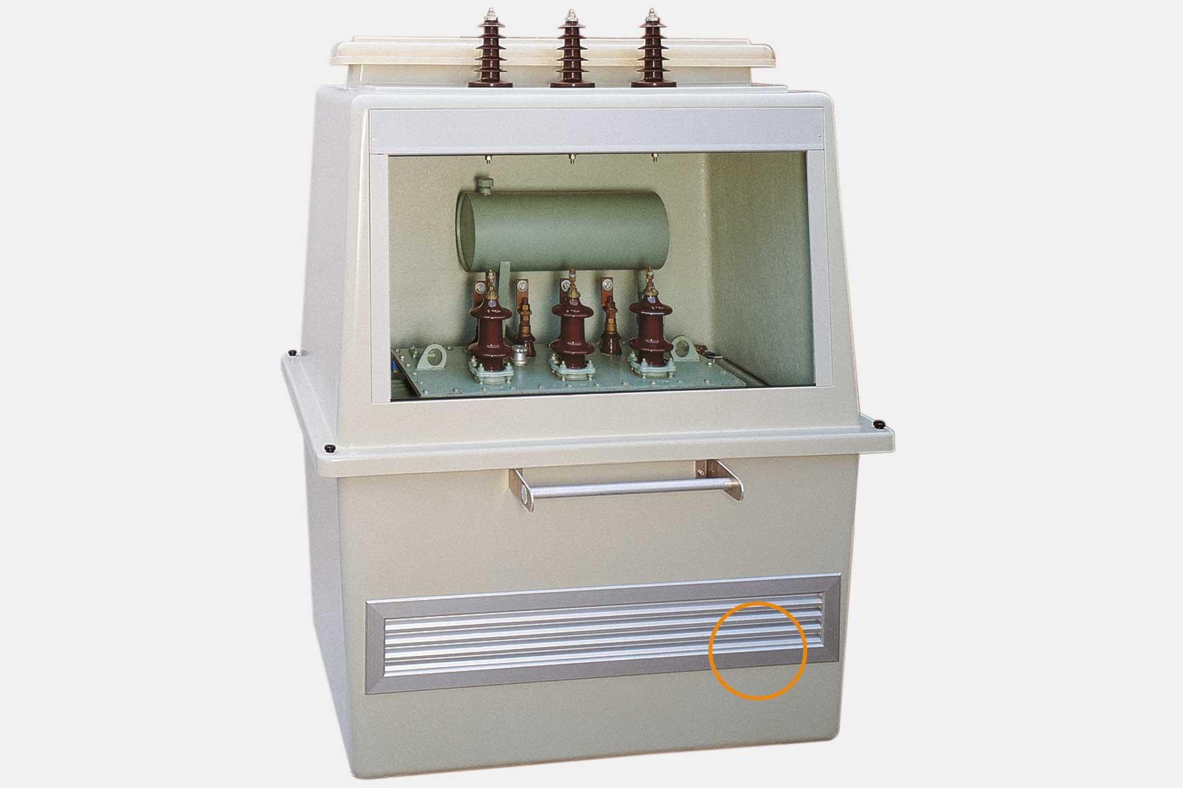 Alu-Lüftung, spritzwassergeschützt mit Insektenschutz.